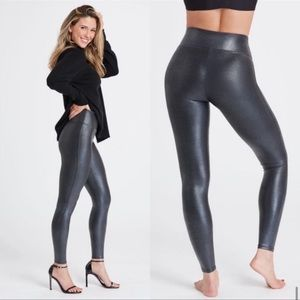 SPANX Faux Leather Pebbled Leggings Size Large
